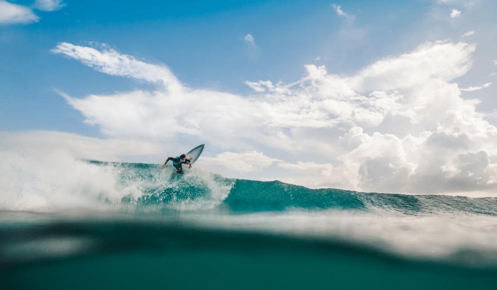 Alerte job de rêve : devenez animateur surfeur… à Lyon !