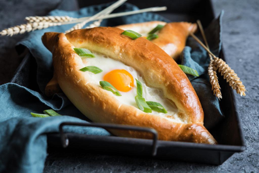 Tendance food : où manger un Khatchapouri, le pain au fromage typique de Géorgie, à Lyon ?