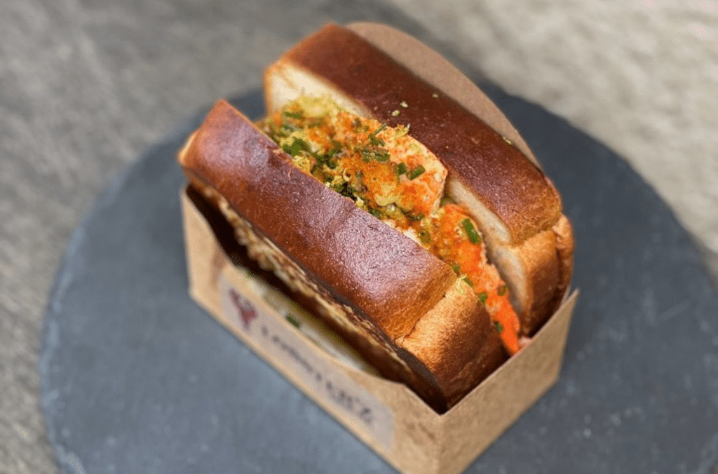 Un véritable comptoir dédié au lobster roll vient d'ouvrir ses portes à Lyon !