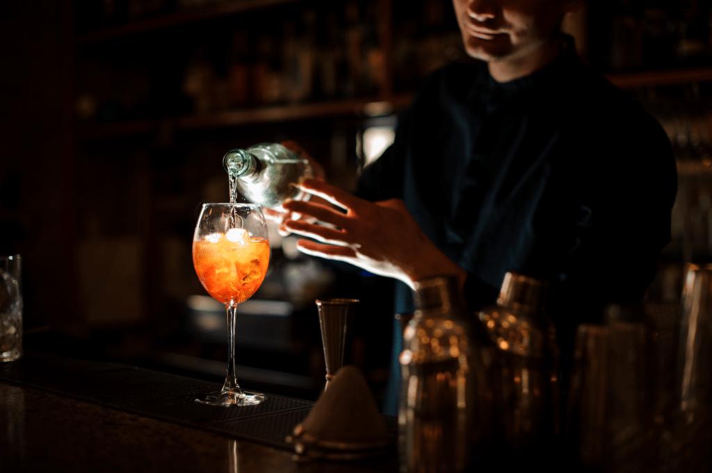 Un bar éphémère ambulant de dégustation de cocktails dans le noir s'installe à Lyon !