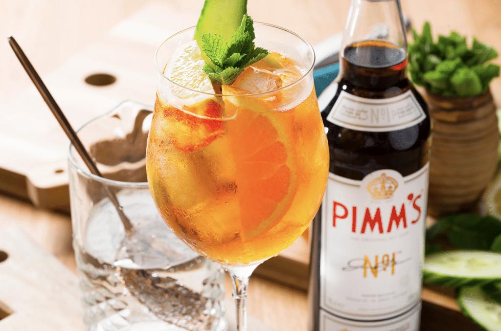 La recette du trendy PIMM'S Original, le cocktail anglais rafraîchissant de l'été !