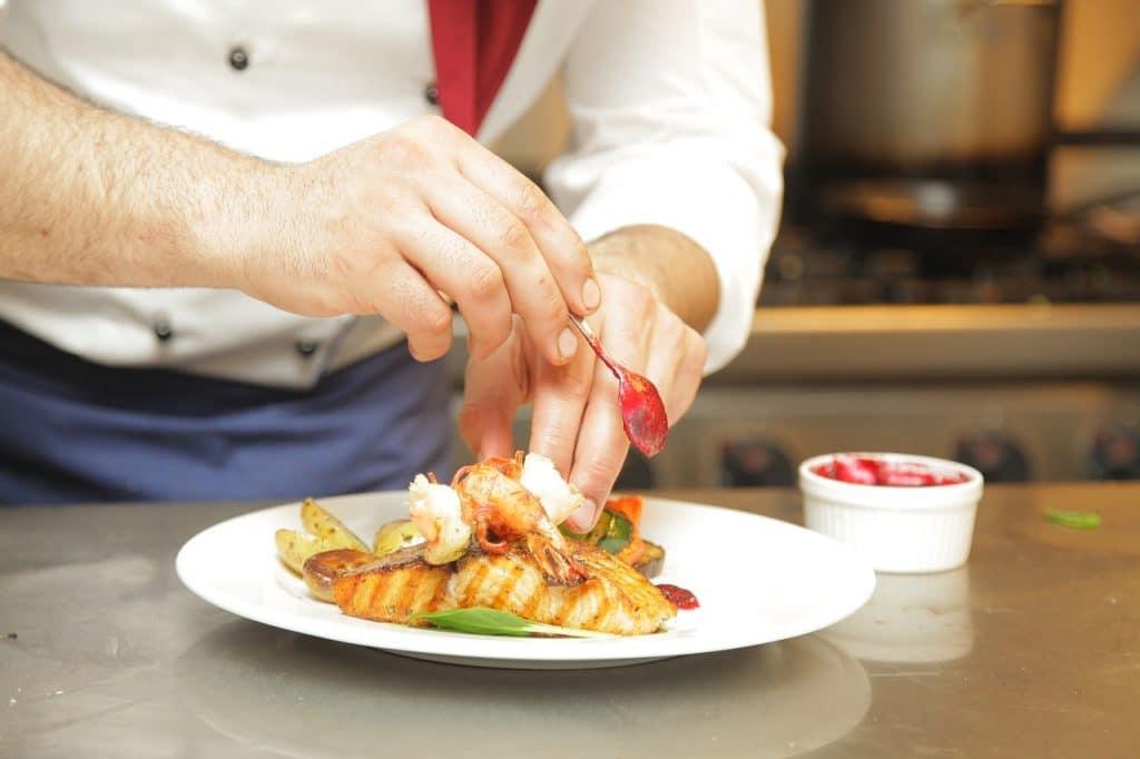 En octobre, Lyon-Perrache se métamorphose en food court géant avec «Chefs de Gare 2021» !