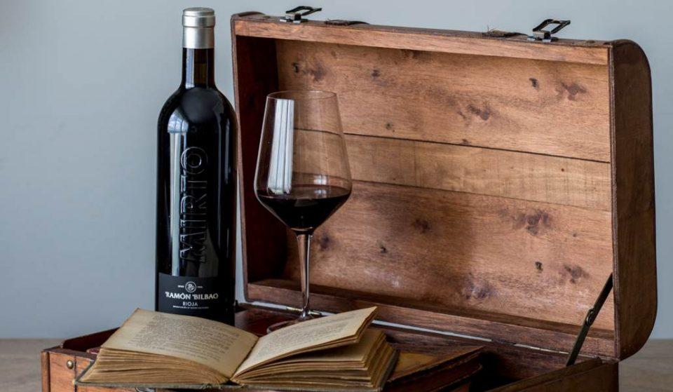 Cuélate en esta cata de vino con historia y teatro, copa en mano