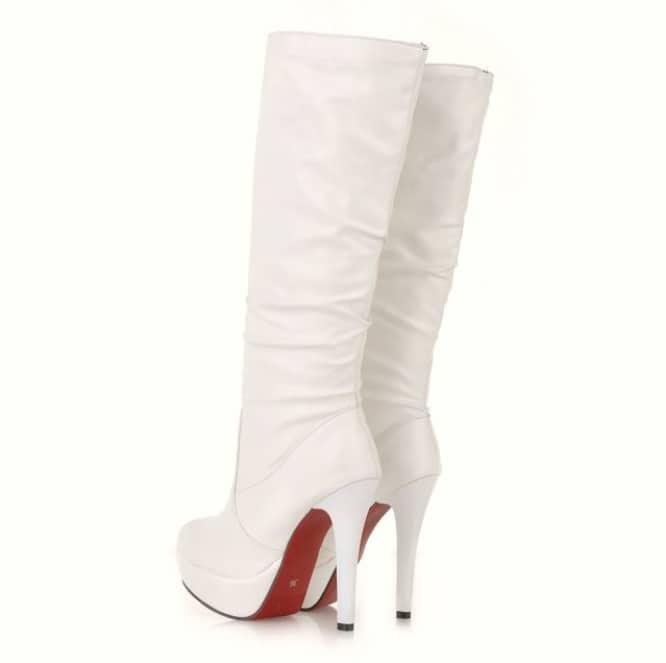 modas raras botas blancas