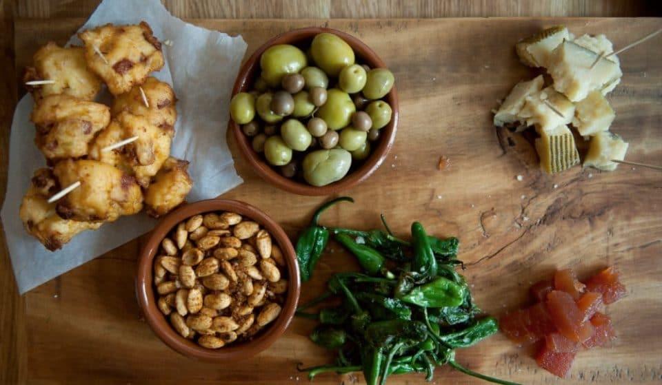 Cierra los ojos y disfruta: bares cutres en los que se come bien