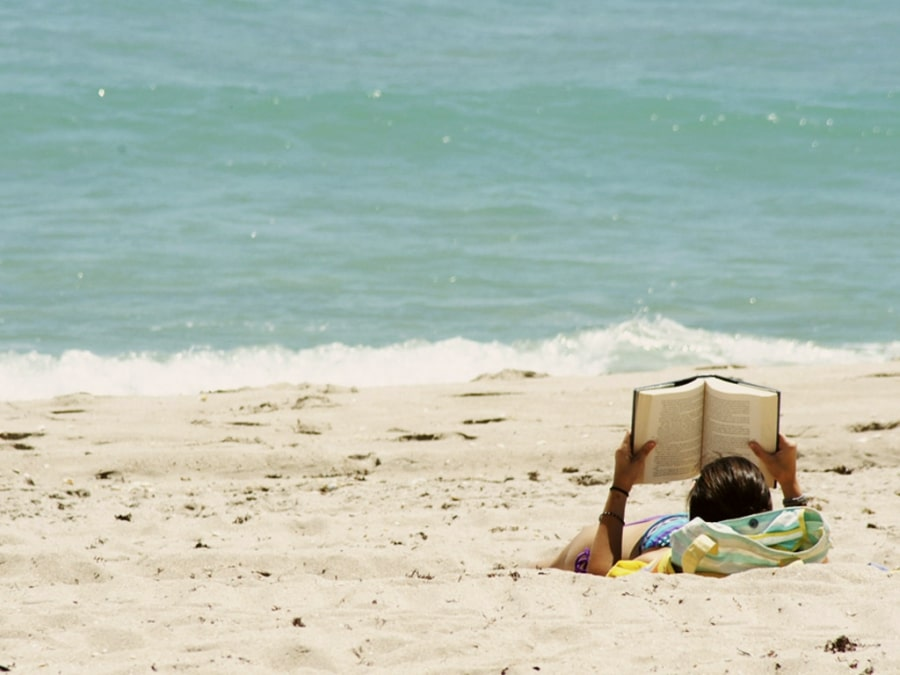 Leer es sexy: la lista imprescindible de libros de este verano