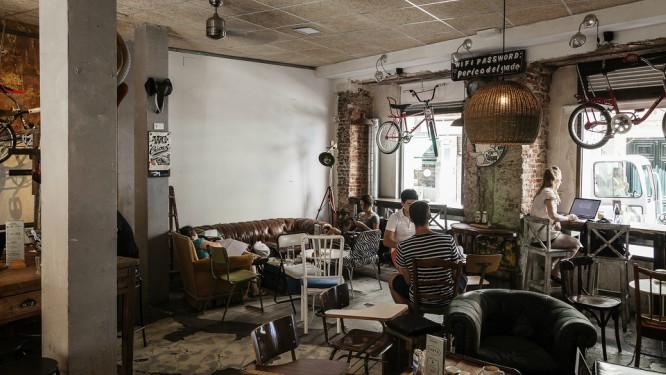 Entre tinta y cafeína: cafeterías para trabajar en Madrid