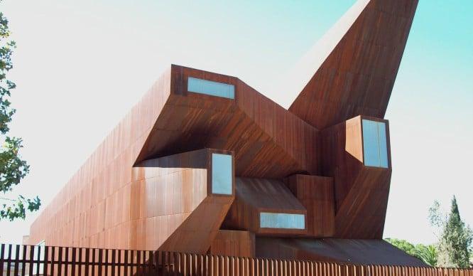 ¿En qué estaban pensando? Estos son los edificios más feos de Madrid