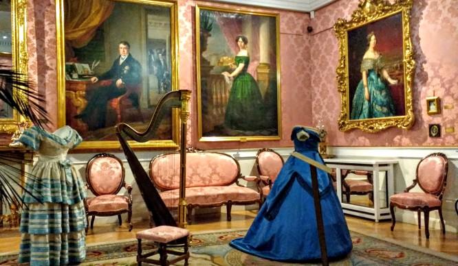 Isabel II al desnudo en Tribunal (por poco tiempo)