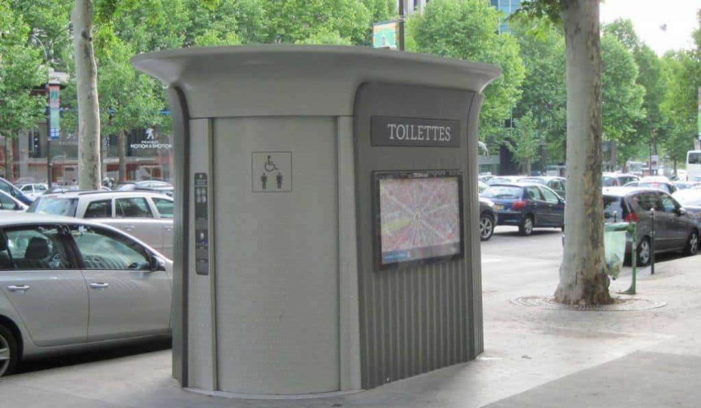 ¿Cuantos baños públicos por habitante tiene Madrid?