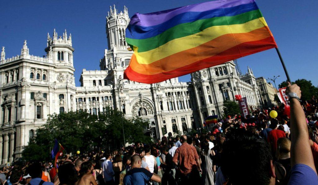 Metro de Madrid cerrará una hora más tarde el día central del Orgullo