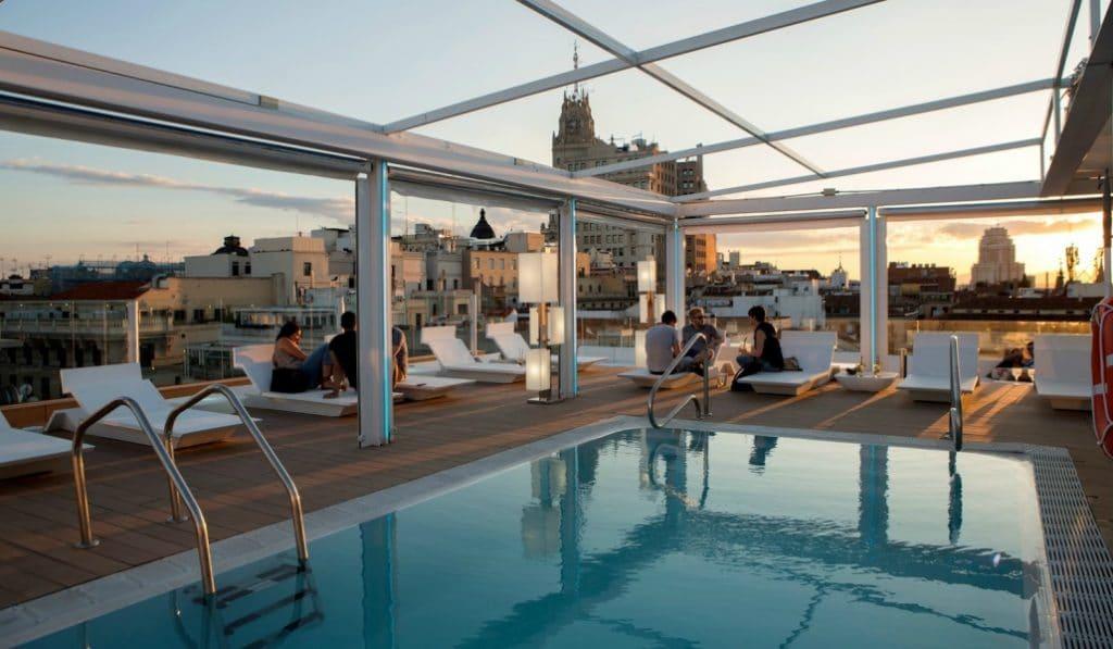 Terrazas con piscina en Madrid: refréscate desde las alturas