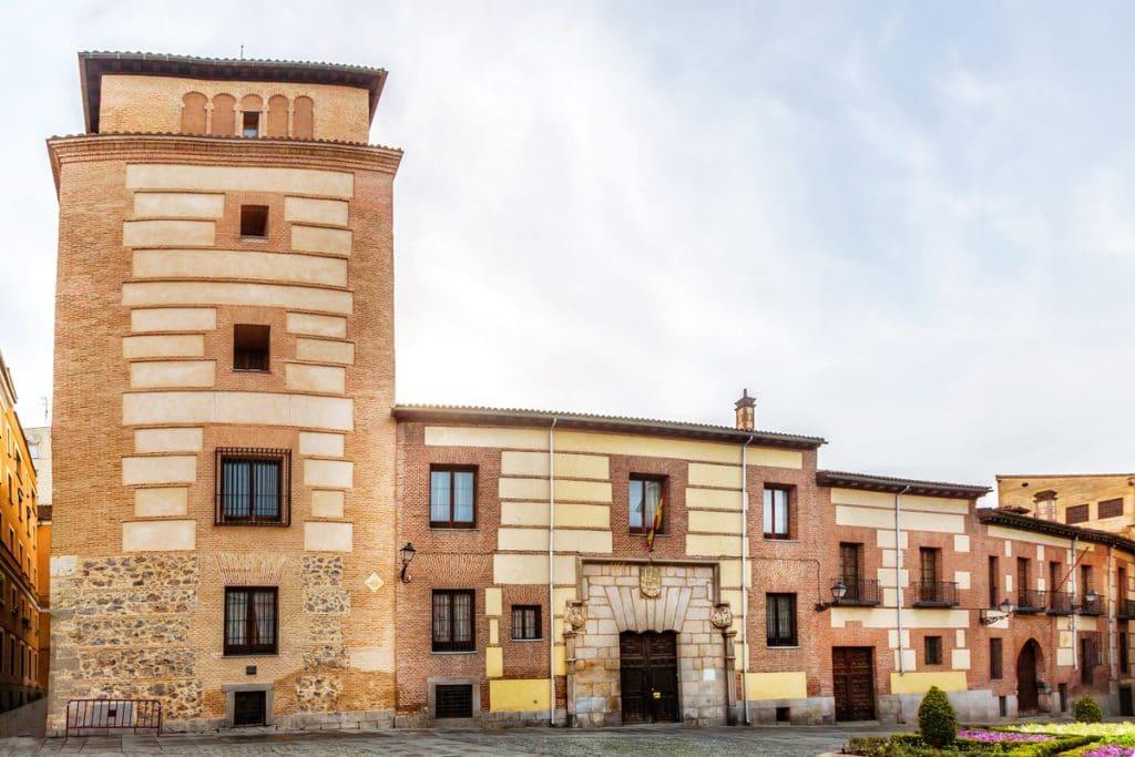 Casa y Torre de los Lujanes: un viaje al pasado desde la Plaza de la Villa