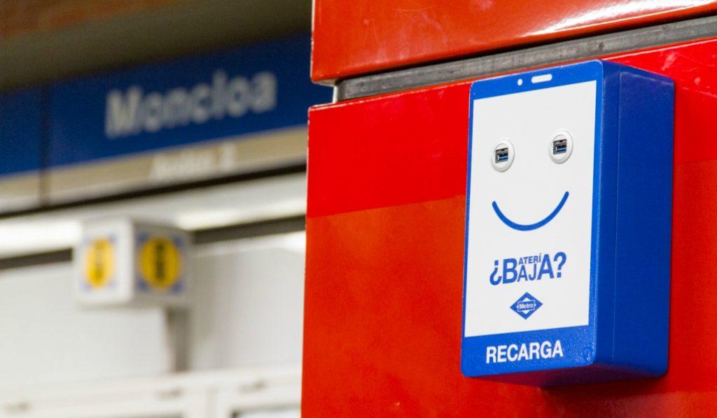 El Metro de Madrid instalará cargadores para móviles