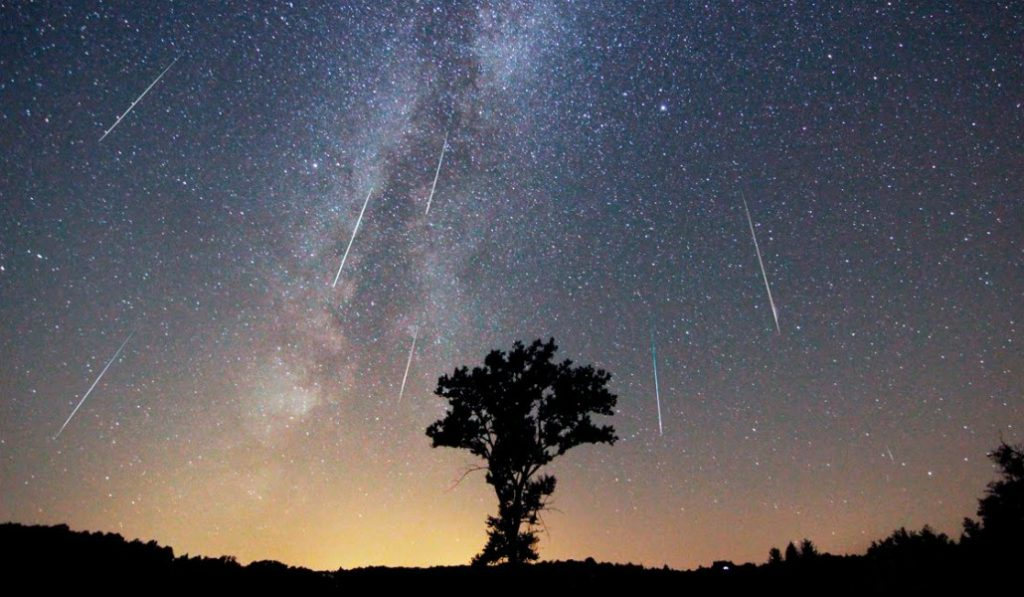 Dónde y cómo disfrutar la lluvia de estrellas de esta noche