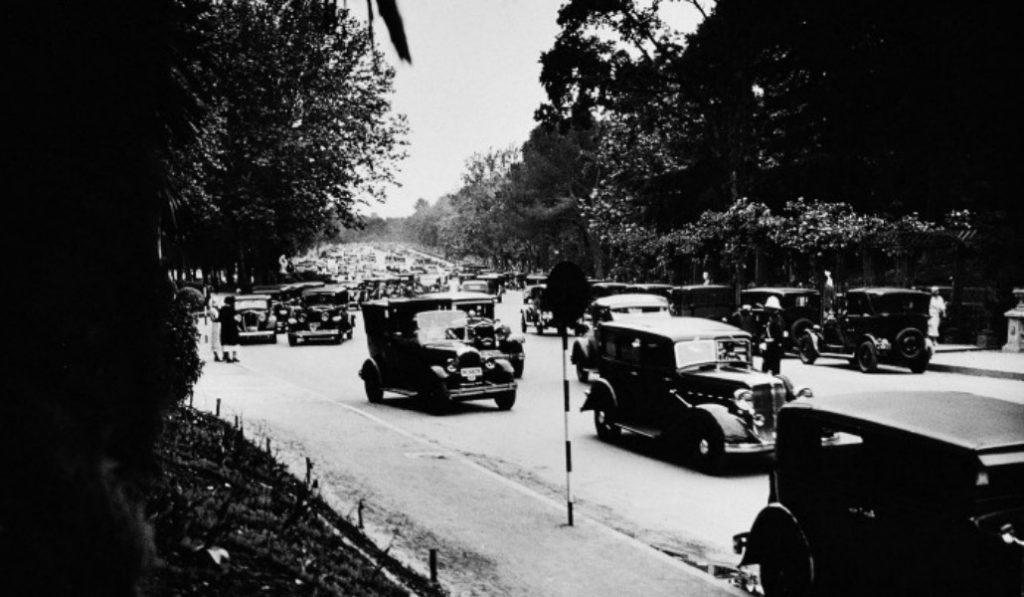 Cuando por el Retiro pasaban 11.000 vehículos cada domingo