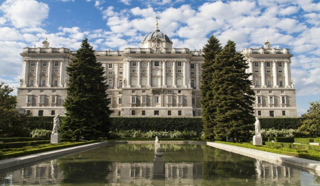 Curiosidades del Palacio Real que te dejarán la sangre azul