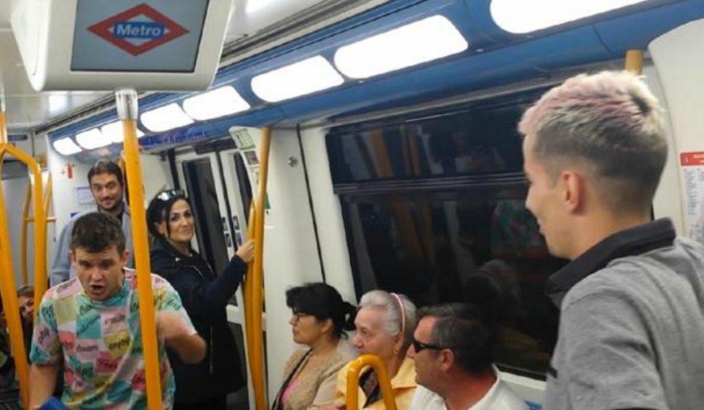 Arkano y Skone montan su mini-Batalla de Gallos en el Metro