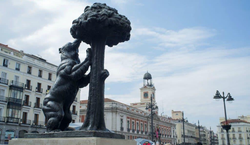¿Sabías que el animal de la Puerta del Sol no es un oso y sí una osa?