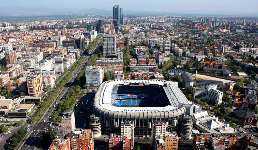 Así se ve Madrid al saltar en paracaídas sobre la Castellana
