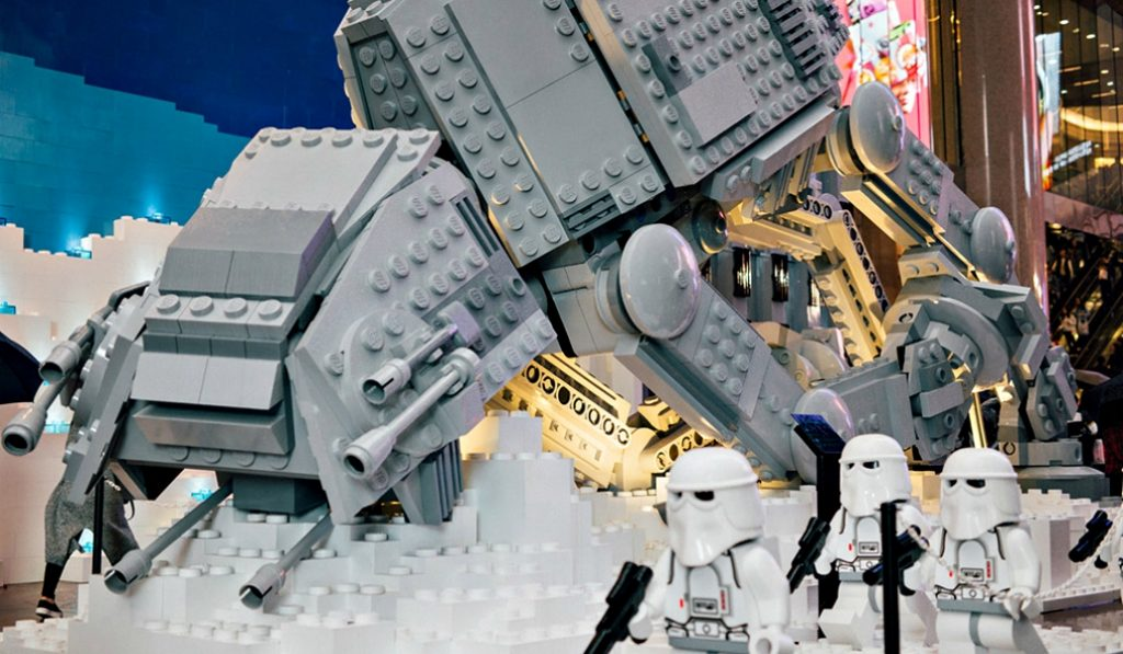 La Fnac de Callao acoge una exposición de Star Wars hecha con cien mil piezas de Lego