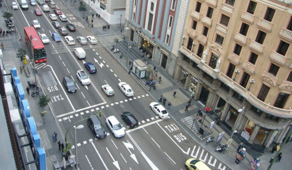 El Ayuntamiento obligará a los vehículos a circular por la izquierda para adaptarse a Londres
