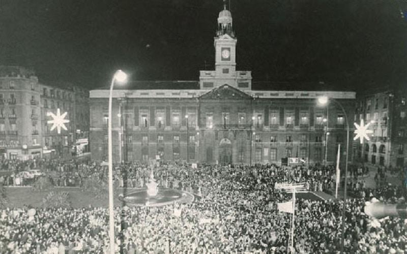 Cuándo empezamos a tomar las uvas en la Puerta del Sol? - Madrid Secreto