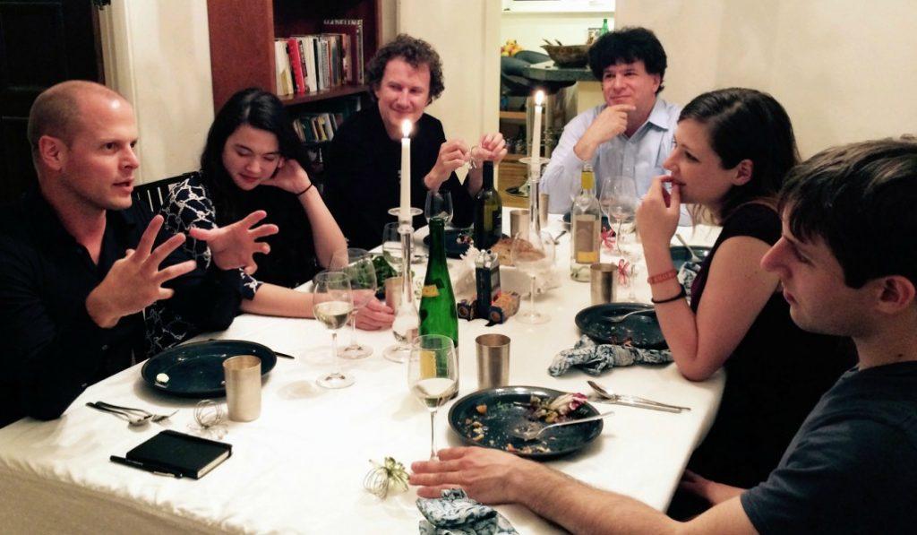 Cómo sobrevivir a la cena de Navidad con tu querido cuñado madrileño