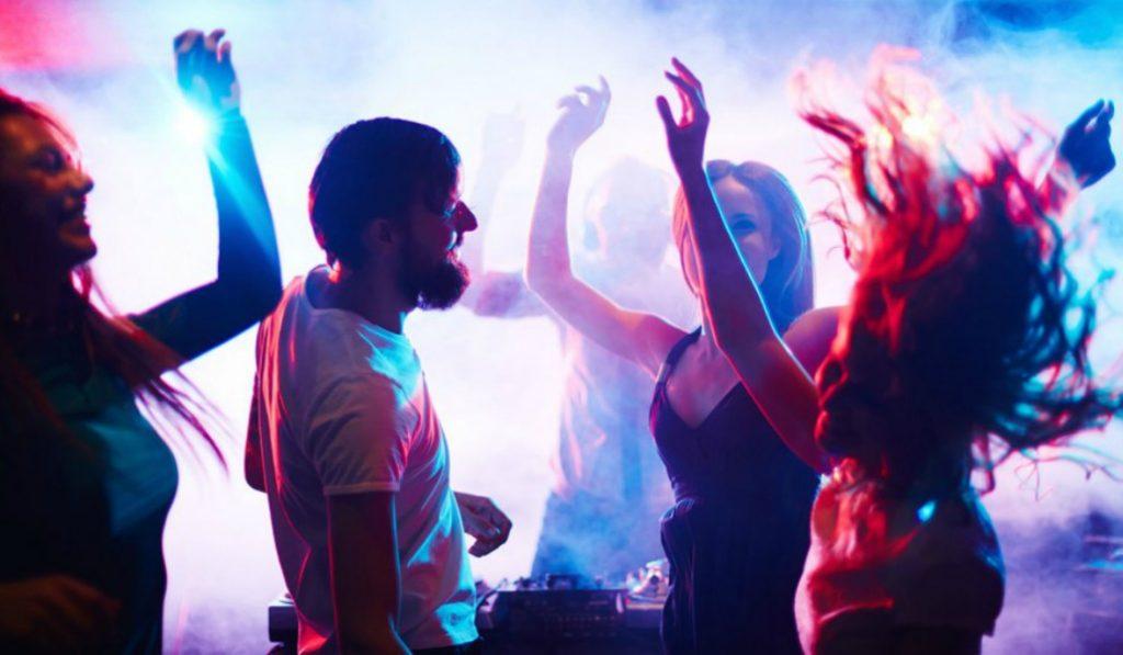 La fiesta del sábado está en LAB y se llama Testarossa