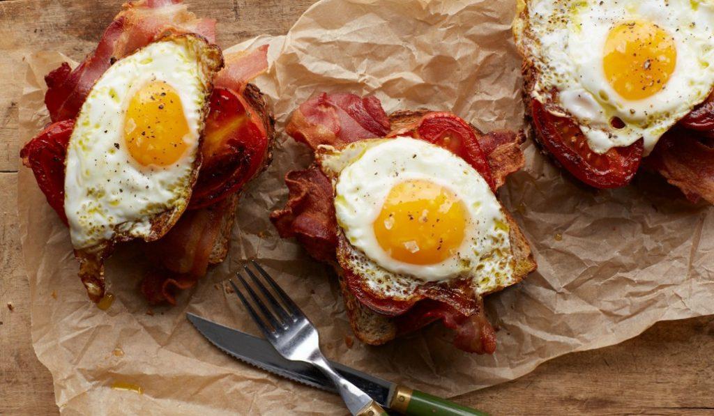 Los huevos con bacon no engordan (tanto): 5 sitios donde empezar tu nueva dieta