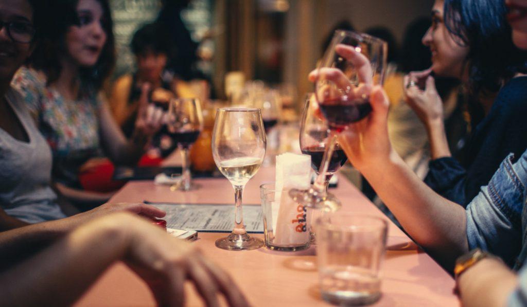 8 verdades de tus amigos que descubres al pagar la cuenta