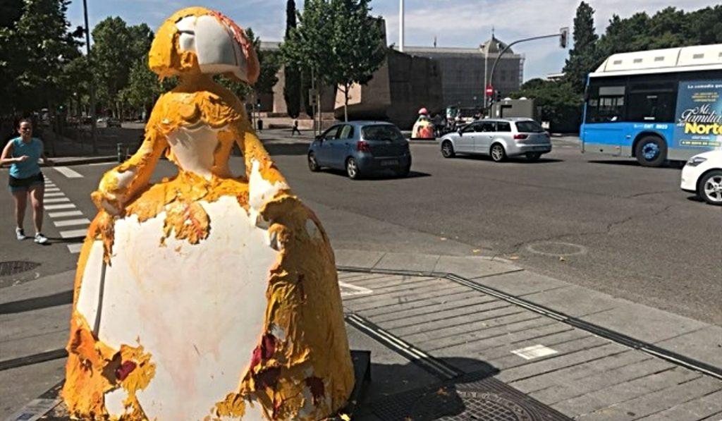 Una de las meninas instaladas en las calles de Madrid ha sufrido un acto vandálico