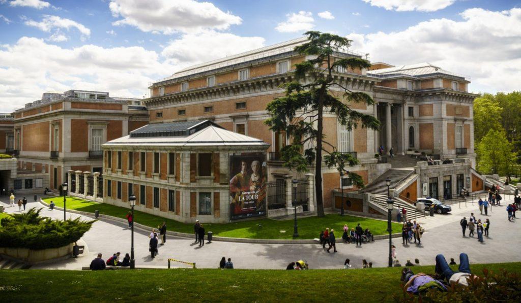 El abono joven de transporte permitirá entrar gratis a los museos del 'Triángulo del Arte'