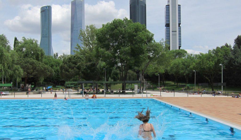 ¡Al agua, patos! Las piscinas de Madrid reabren el 15 de mayo