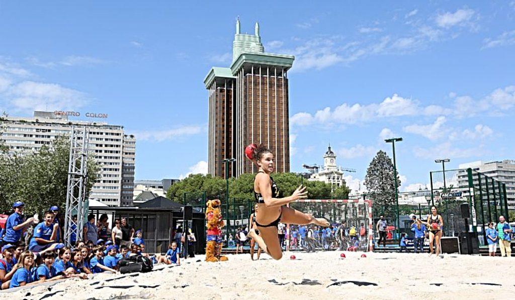 Madrid tendrá una playa este verano en la Plaza de Colón