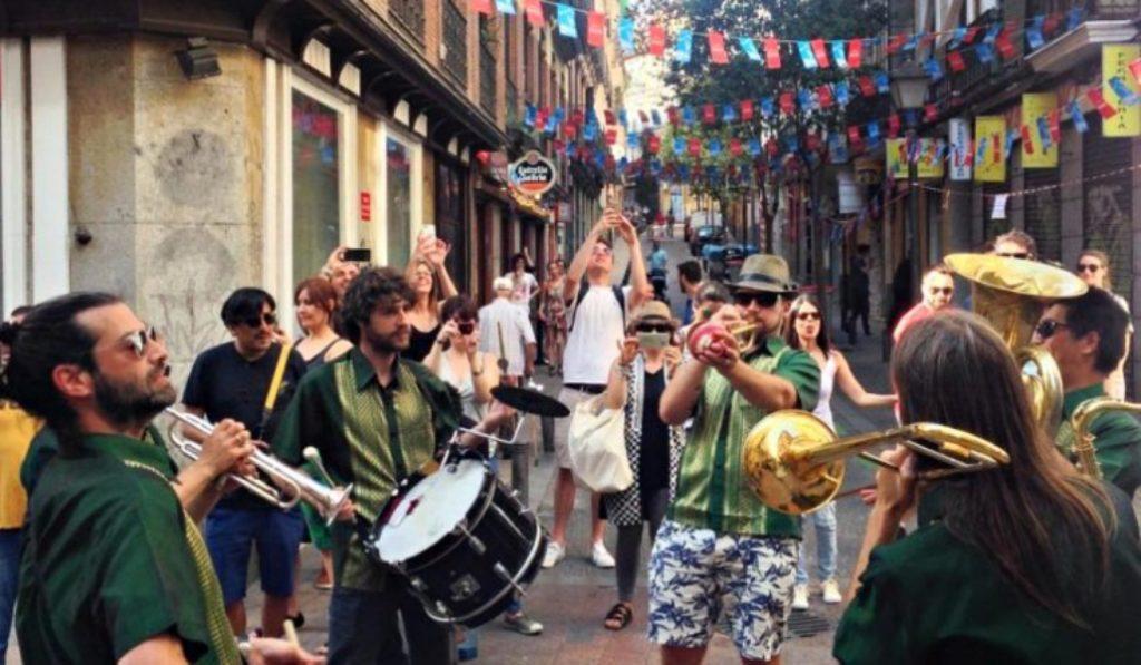 Vuelven las fiestas de la calle Pez con Ignatius como pregonero