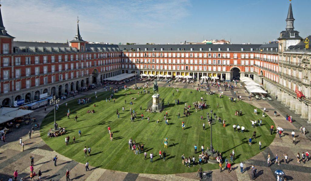¿Y si la Plaza Mayor volviera a estar ajardinada?