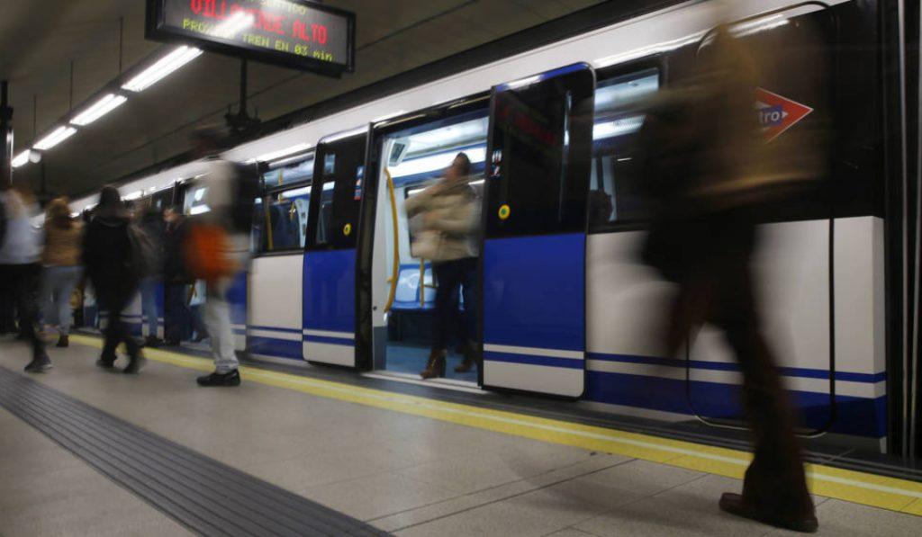 La explosión de un portátil en el metro deja seis heridos leves