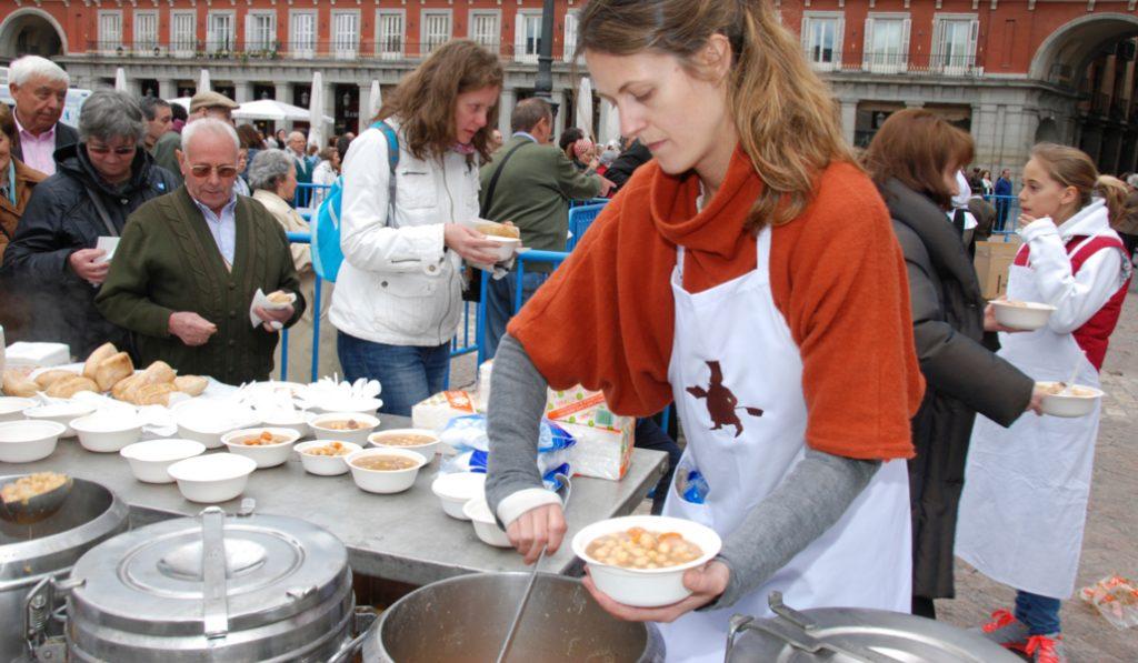 Degustación gratuita de cocido madrileño, hoy en la plaza Mayor