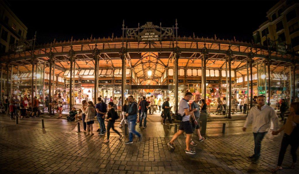 El Mercado de San Miguel celebra sus 10 años renovando su propuesta gastronómica