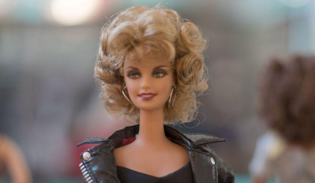 Barbie, Cine y Moda: la muñeca rubia se viste de Audrey Hepburn y Penélope Cruz