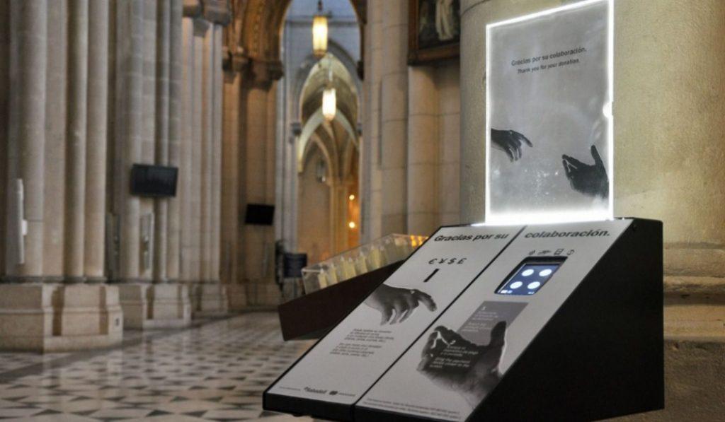 La Almudena, primera iglesia de Madrid con datáfono