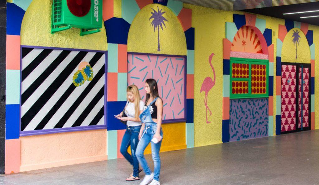 13 artistas llenan de color la Plaza de los Cubos
