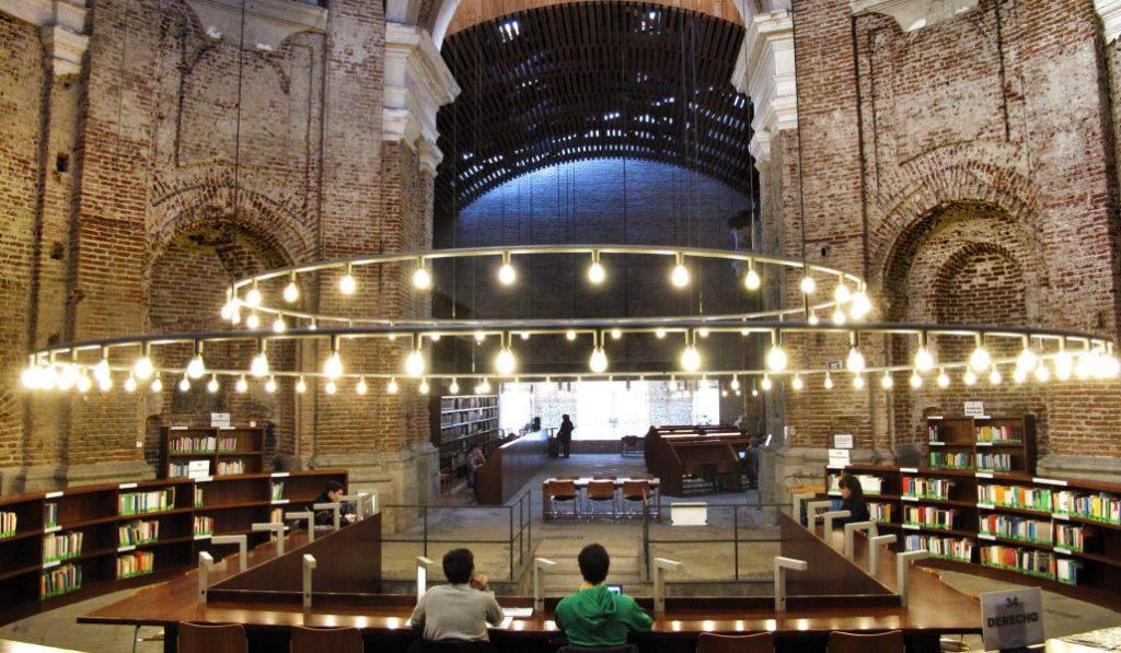¡Toma apuntes! 9 bibliotecas con encanto de Madrid