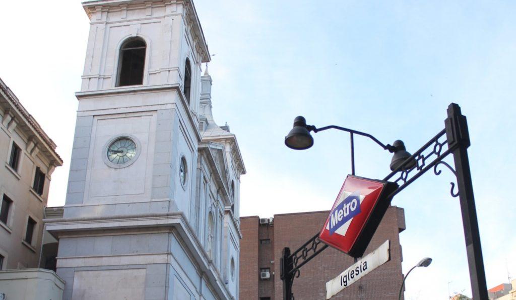 ¿Debería la parada de metro Iglesia cambiar de nombre?