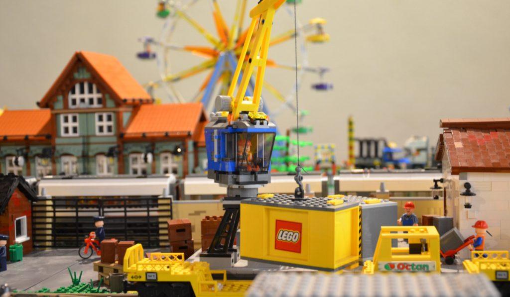 Más de un millón de piezas constituyen la nueva exposición de LEGO en Madrid