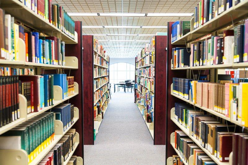 Bibliotecas que abren hasta tarde para sobrevivir a los exámenes en Madrid