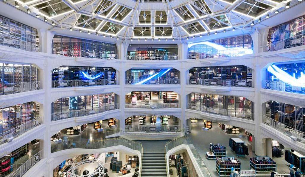 Las tiendas gigantes conquistan el centro de Madrid