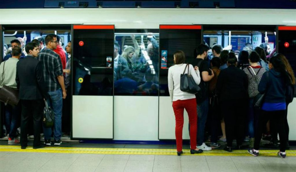 Metro de Madrid sobrepasa el límite legal de viajeros por metro cuadrado