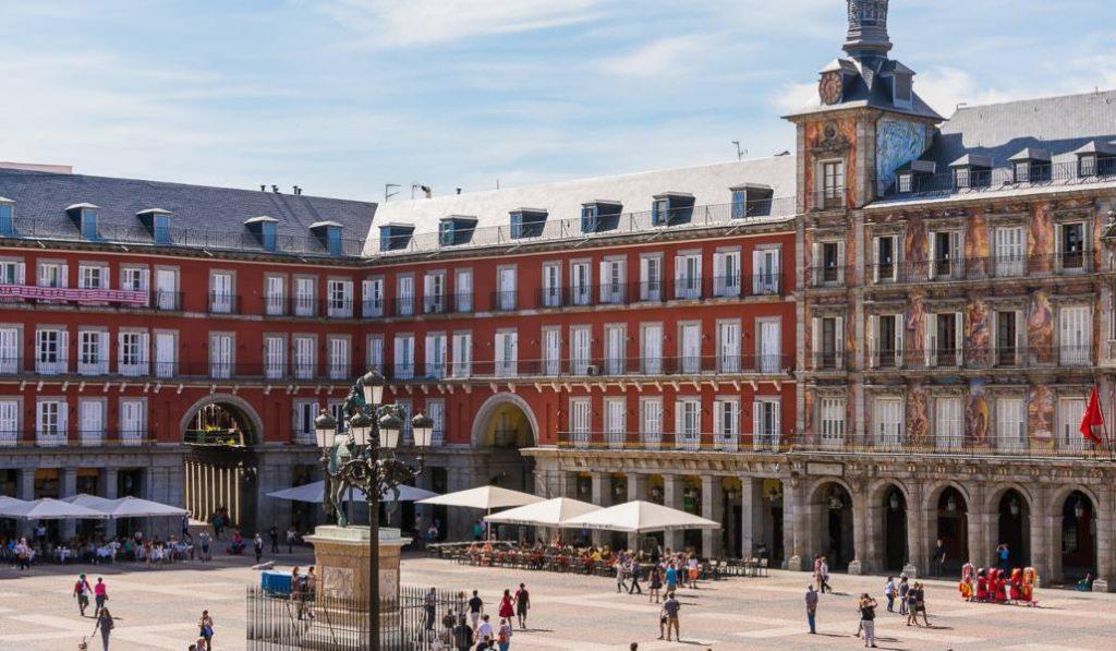 El primer hotel de la Plaza Mayor abre sus puertas